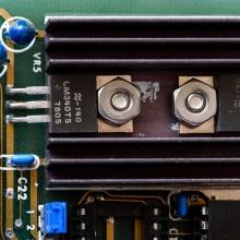 Transistorer för att stabilisera strömmen