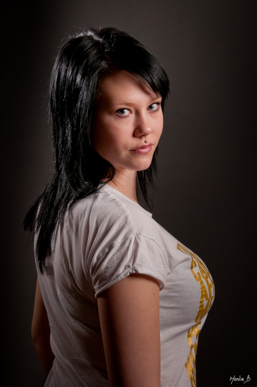 Sara, fotograf Martin Bergström, lavendelfoto. TFP, Studio, Porträtt